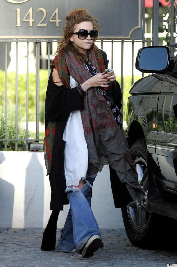 A gaunt-faced Mary-Kate Olsen leaves a friend's apartment